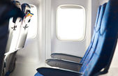 пустой самолет мест с горящими окно — Стоковое фото