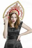 Chica con kokoshnik — Foto de Stock