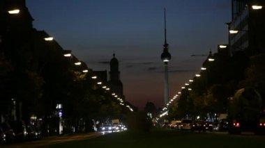 Traffic at night in Berlin — Stock Video