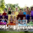 Children relaxing by outdoor pool — Stock fotografie