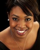 Coup de tête d'une belle femme noire — Photo