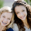 Foto Stock: Two smiling caucasiteenage girls in park