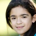 närbild headshot bild av leende spansktalande lilla flicka — Stockfoto