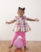 Toddler girl posing with a ball — Photo