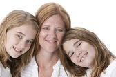 Obraz matki z jej dwie córki — Zdjęcie stockowe