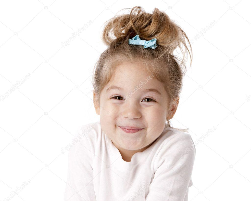 可爱的小女孩咯咯地笑与期待