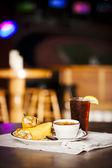 Essen und trinken. suppe und sandwich im restaurant-bar — Stockfoto