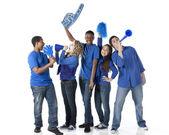 спортивные болельщики: группа разнообразных подростков вместе друзей команда blue — Стоковое фото