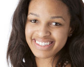 A closeup headshot of a smiling black 17 year old teenage real girl — Stock Photo