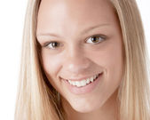 A closeup headshot of a smiling caucasian 17 year old teenage real girl — Stock Photo
