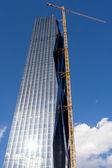 Crane on skyscraper building site — Stock Photo