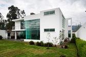 Gran casa moderna — Foto de Stock