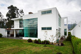 Big modern house — Stock Photo