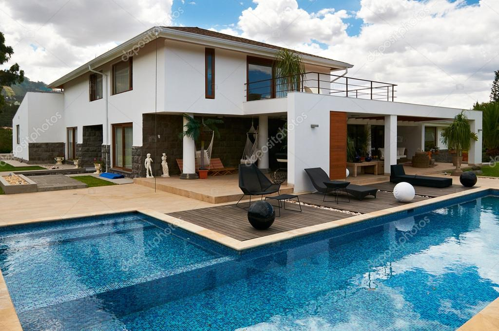 modern big house with pool stock photo scornejor 19407413. Black Bedroom Furniture Sets. Home Design Ideas