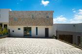 Stort modernt hus — Stockfoto
