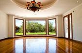 Prázdný velký obývací pokoj — Stock fotografie