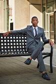 Joven relajado exitosa africano - hombre de negocios estadounidense en la — Foto de Stock