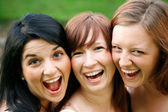 Amigos felices al aire libre — Foto de Stock