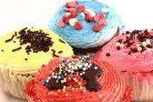 Romige gekleurde cupcakes — Stockfoto