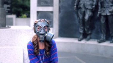 Girl, gas masks, blue eyes — Stock Video