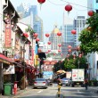 Chinatown shophouses and lanterns against modern city skyline, Singapore — Stock Photo
