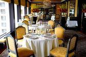 Gastronomie chic français restaurant — Photo