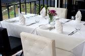 Tableaux contemporain élégant restaurant noir et blanc — Photo