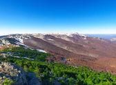 山和明亮的天空 — 图库照片