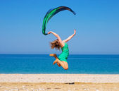 Girl jumping on the beach. — Stock fotografie