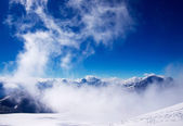 High mountains and snow plains. — Stock Photo