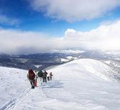 Tourists on mountain hil — Stock Photo