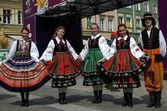 Folk dancers in traditional uniforms — Stock Photo