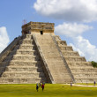 Kukulkan Pyramid at Chichen Itza — Stock Photo #18916985