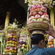 Preparing offerings for a temple ceremony in Bali — Stock Photo