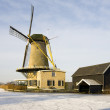 Dutch windmill in winter landscape, Bleskensgraaf, the Netherlands — Stock Photo