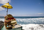Balinese offering shrine at the ocean — Stock Photo