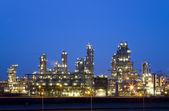 Raffineria di notte nel porto di rotterdam, olanda, europoort — Foto Stock