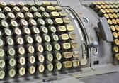 Oude kantoor machine die wordt gebruikt voor berekeningen — Stockfoto