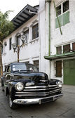 Historic car in front of a Dutch colonial building in Kota, Jakarta, Indonesia — Stock Photo