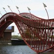 Pedestrian bridge over the Spoorwegbassin, Eastern docklands, Amsterdam — Stock Photo