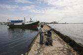 škunery makassar (pinisi) v paotere přístavu, starý přístav makassar — Stock fotografie