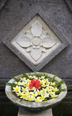 Flower arrangement with frangipani on Bali, Indonesia — Stock Photo