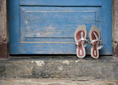 Pair of sandals at the doorstep in a Lombok village — Stock Photo