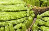 горькая тыква (горькой дыни) l длинной зеленой горький растительное — Стоковое фото