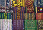 Textiles traditionnels de lombok, indonésie — Photo