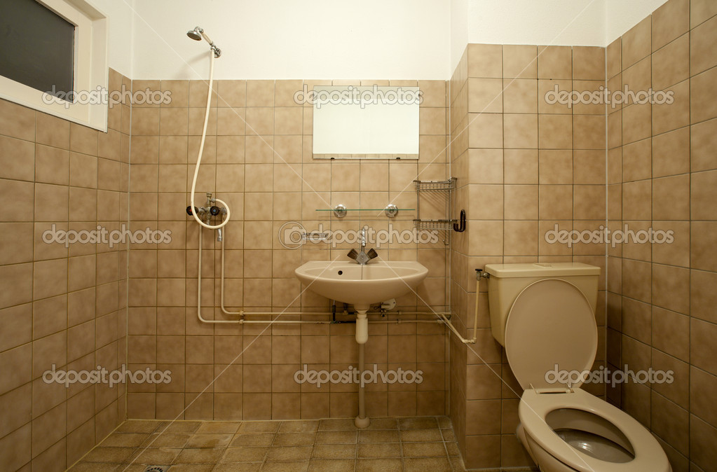 alte leere badezimmer mit braunen fliesen — stockfoto, Innenarchitektur ideen
