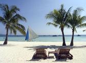Sandalyeler boracay beach, filipinler — Stok fotoğraf