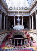 Staircase with chandelier, Dolmabahce Palace, Istanbul, Turkey — Stock Photo