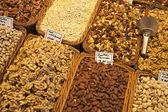 Nuts vendor in the Boqueria market in Barcelona, Spain — Stock Photo