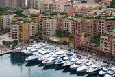 Monaco cityscape yatlar ve daireler — Stok fotoğraf